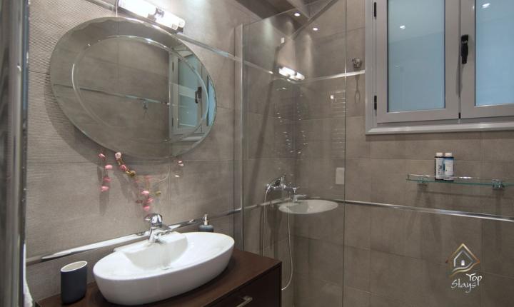 Ithaca - Main Bathroom