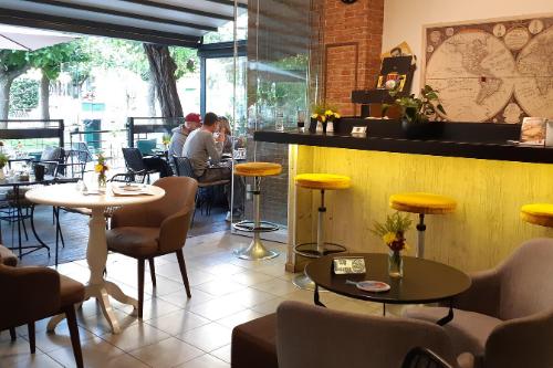 SCRY café on Fokionos Negri